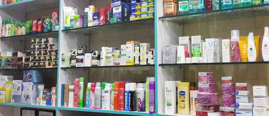 چرخ اقتصاد داروخانهها با فروش محصولات آرایشی بهداشتی میچرخد