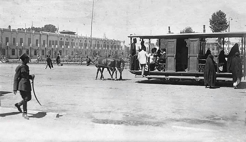 واگن اسبی میدان توپخانه در سال ۱۳۰۵ + عکس