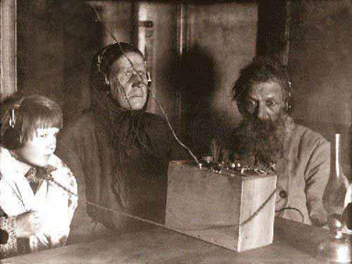 اولین خانوادهای که شنونده رادیو بودند (+ عکس)
