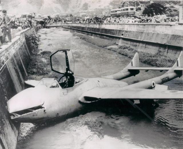 سقوط اولین هواپیما در ایران + عکس