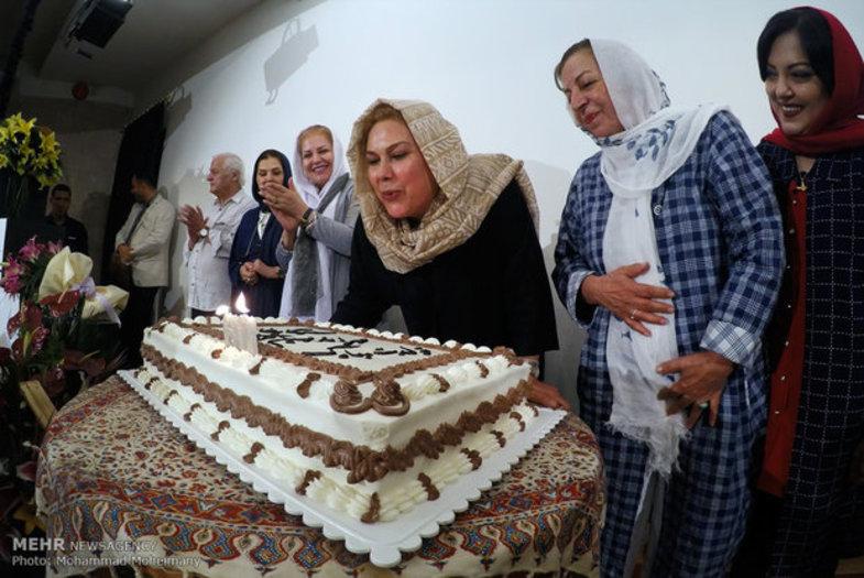 تیپ مهرانه مهین ترابی و مهمانان حاضر در جشن تولدش! + عکس