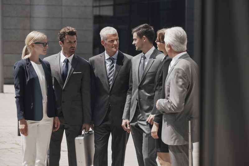 چرا باید در محیط کار یک نوع لباس بپوشیم؟