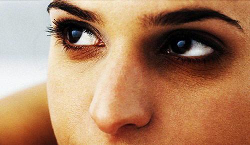 از بین بردن سیاهی دور چشم با چند روش ساده