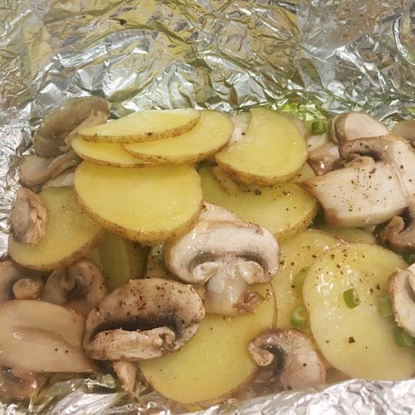 روش پخت قارچ و سیب زمینی با فویل