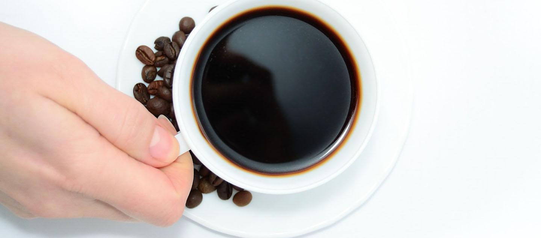 چگونه لکه های چای و قهوه روی فنجان را تمیز کنیم