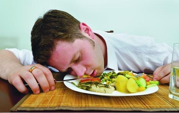 اشتباهاتی قبل از خواب که چاقتان می کند!