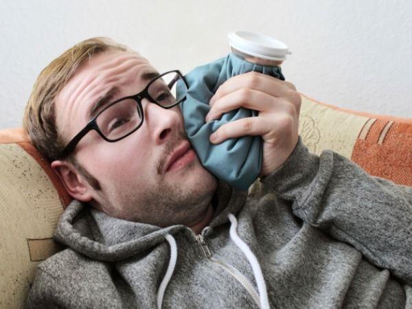 ۸ راه خانگی برای آرام کردن آبسه دندان