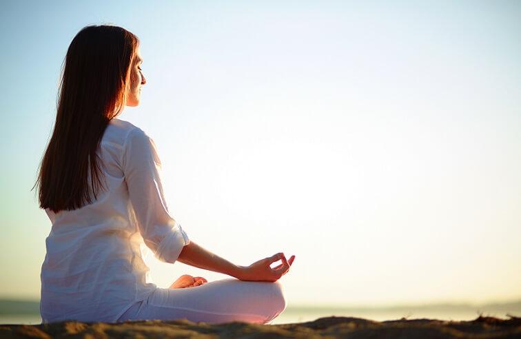 تاثیر شگفت انگیز 8 حرکت یوگا بر درمان استرس