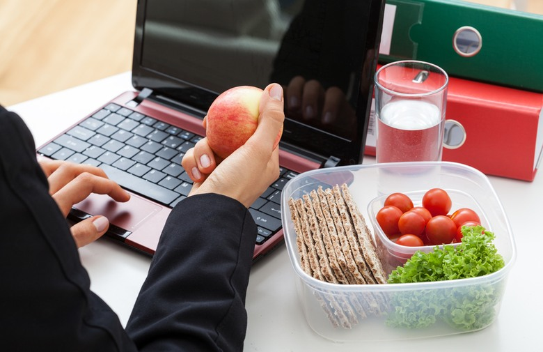 به راحتی  وزن خود را در محل کار کاهش دهید