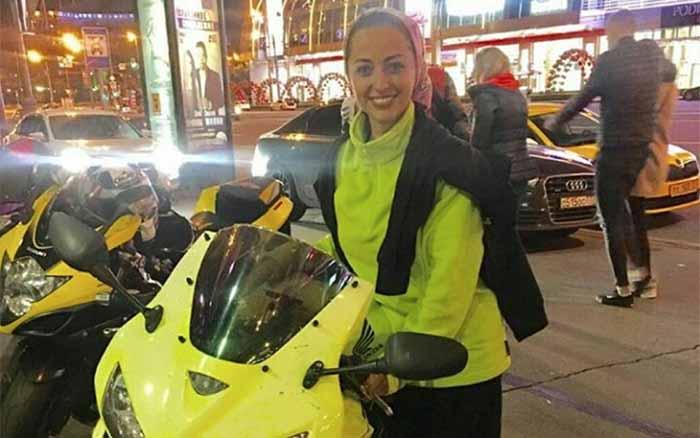 تیپ نفیسه روشن با موتورسیکلت لوکس در خارج از کشور! + عکس