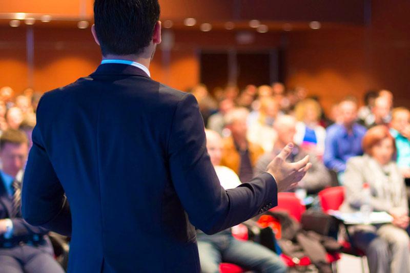 چرا درونگراها سخنرانان بهتری هستند