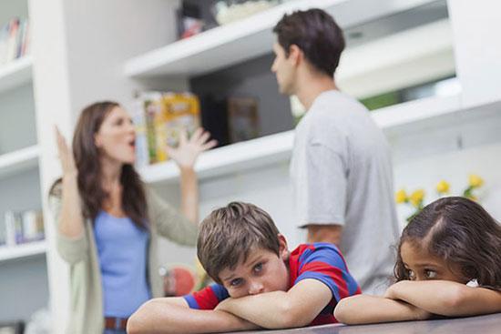 چرا باید در مقابل کودک، خشم خود را کنترل کنیم؟