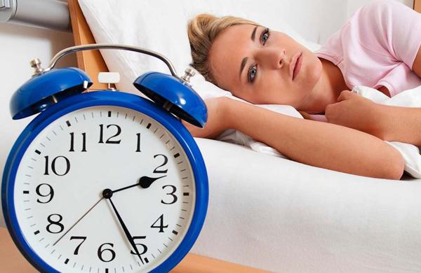 عوارض بی خوابی برای این زنان