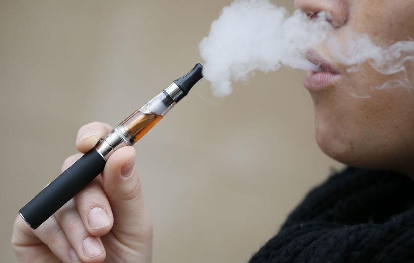 مشکلاتی که با مصرف سیگار الکترونیکی برای قلب بوجود می آید!
