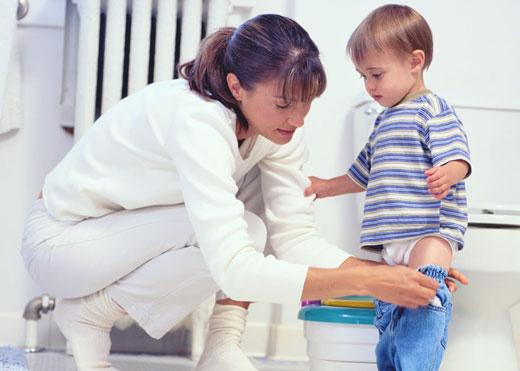 بهترین سن آموزش به کودکان برای کنترل ادرار و مدفوع