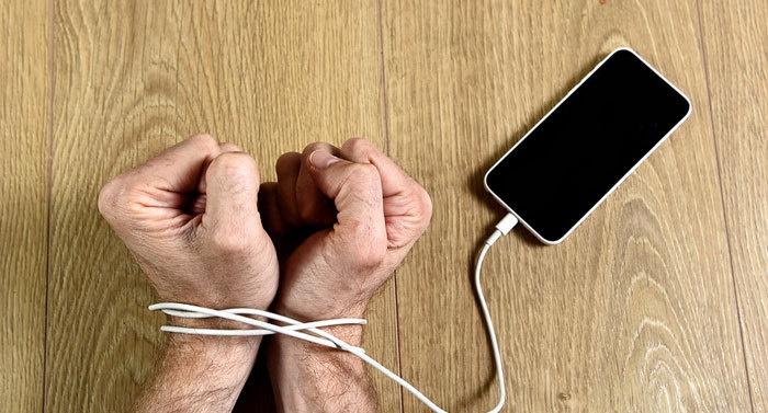 اعتیاد به موبایل، عادت یا بیماری