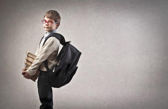 مشکلی که با حمل نادرست کوله پشتی در دانش آموزان بوجود می آید!