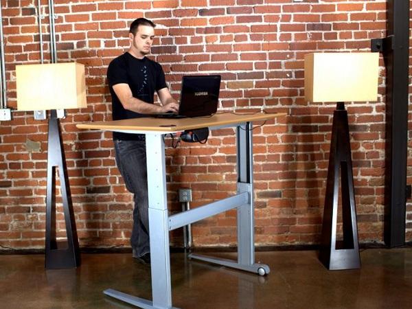 فواید استفاده از میز کار ایستاده