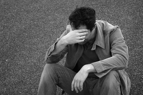 چرا زمان ناراحتی احساس گرفتگی گلو میکنیم؟