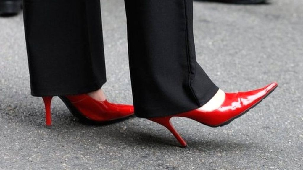 چرا زنان شاغل باید به طور جدی از کفش های پاشنه بلند دوری کنند؟