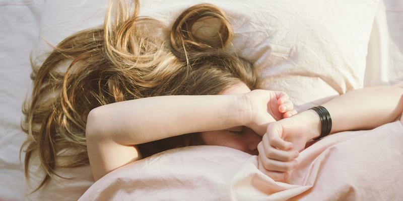 هشدار؛ ضرر عجیب خوابیدن با موی خیس