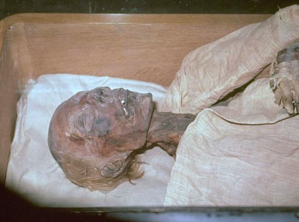 کشف شوک آور جسد سالم فرعون دوم + تصاویر