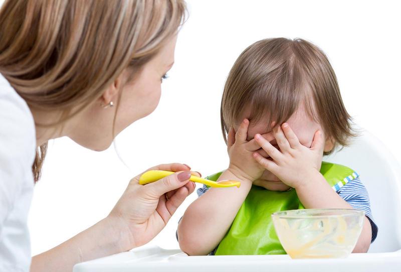 روش ها و رفتار های  غلط در غذا  دادن به کودک