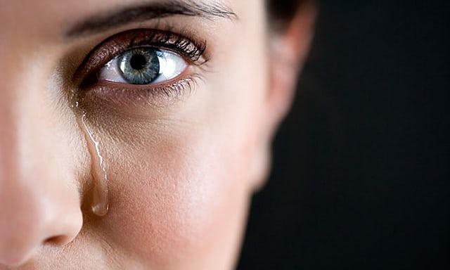 چرا گریه کردن برای بدن لازم است؟