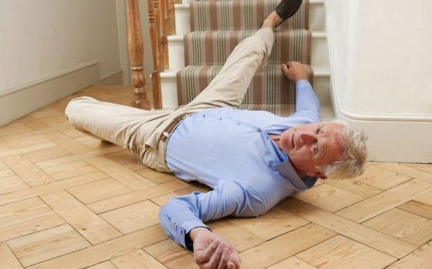 6 تغییر کمهزینه یا بدون هزینه در منزل برای جلوگیری از سقوط سالمندان