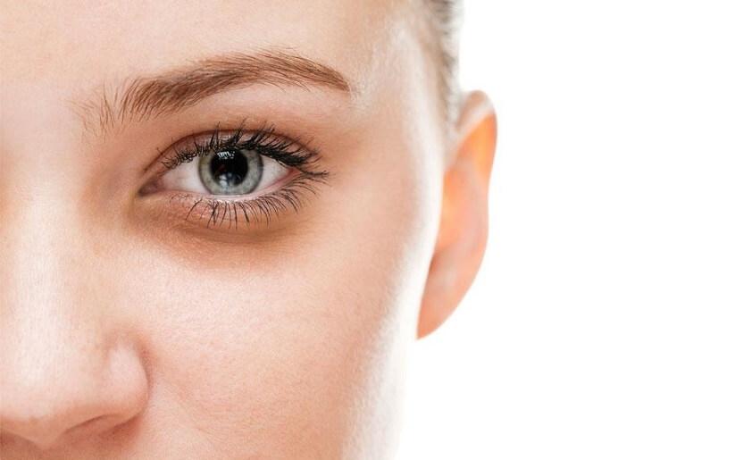 ۶ گزینه غذایی مفید برای رفع تیرگی های  دور چشم ها