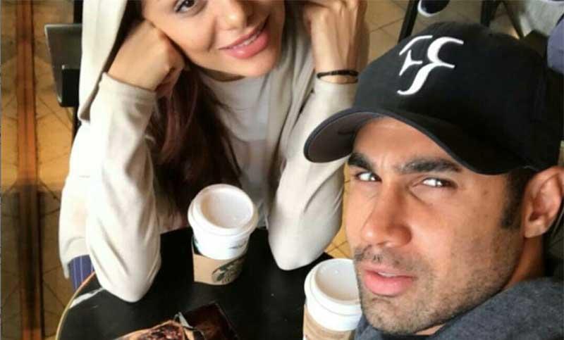 تیپ فوتبالیست جنجالی و همسرش در یک کافی شاپ! + عکس
