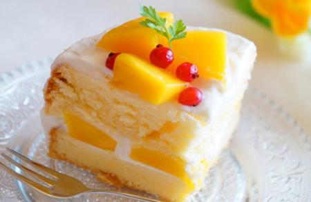 طرز تهیه یک کیک میوهای خوشمزه با ادویههای معطر