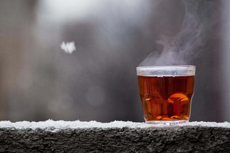 به این دلیل خطرناک چای داغ نخورید!