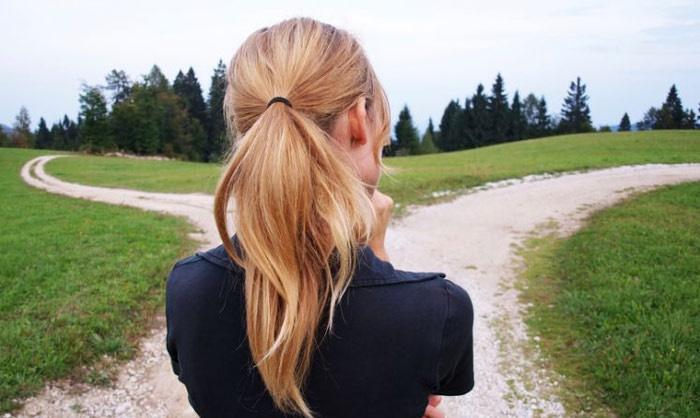 چگونه در دوراهی های زندگی تصمیم درستی بگیریم