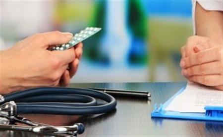 باید دست افراد غیرحرفه ای را  از حوزه درمان بیماری ها کوتاه کنیم