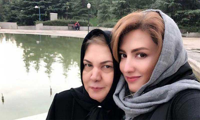 تیپ متفاوت سمیرا حسینی در کنار مادرش! + عکس
