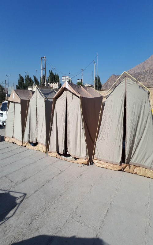 چادر و پلاستیک میان زلزله زدگان توزیع شد