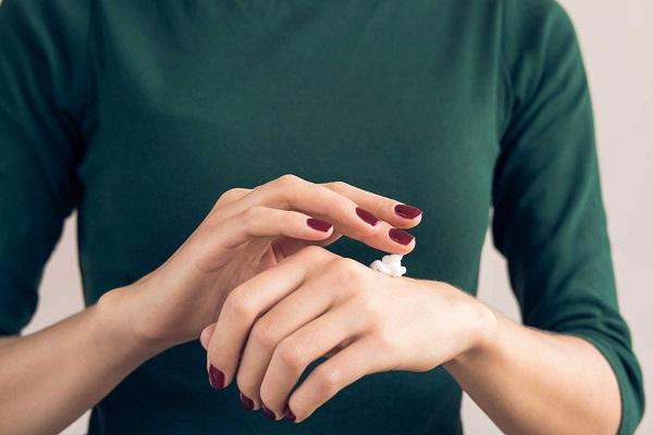 آیا بیماری خشکی پوست قابل درمان است؟