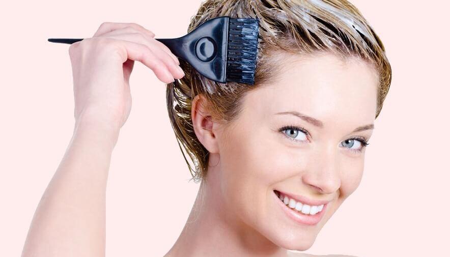 10 اشتباه موقع رنگ کردن مو در خانه