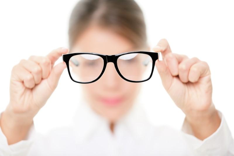 روش های مختلف اصلاح عیوب انکساری چشم