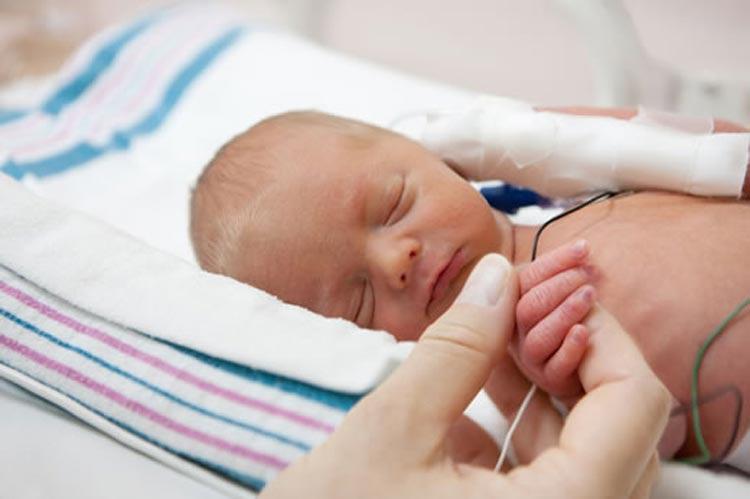 عواملی که باعث تولد نوزاد نارس می شود
