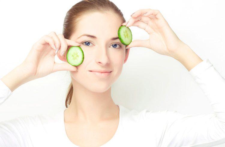 چند راه طبیعی برای کاهش پف صورت