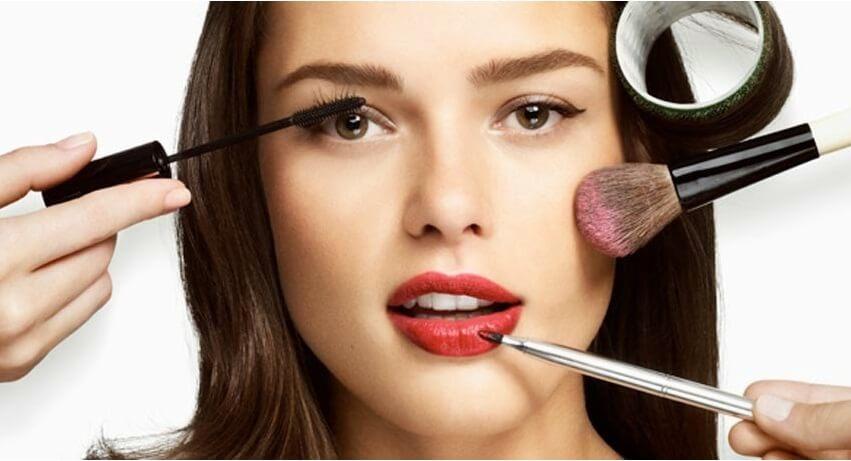 بلایی که آرایش روزانه بر سر خانم ها می آورد+ راهکارهای مراقبت از پوست