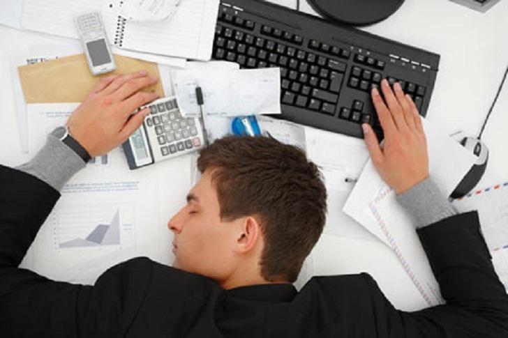 وقتی واقعا خسته هستید چه اتفاقاتی در بدنتان رخ می دهد؟