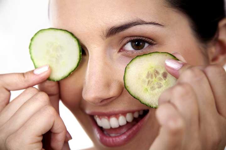 تیرگی اطراف چشم را با این مواد غذایی برطرف کنید