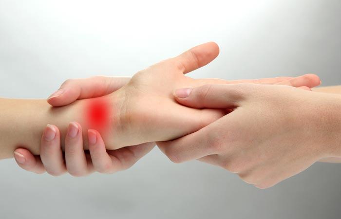 درد مچ دست می تواند ناشی از ۷ عارضه پزشکی باشد