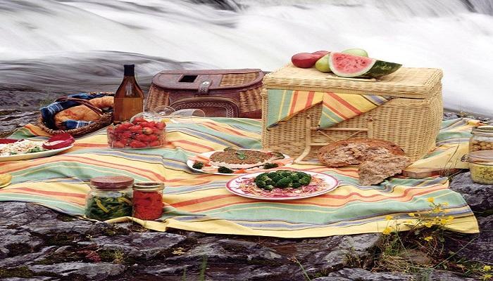 فواید شگفت انگیز غذا خوردن روی زمین