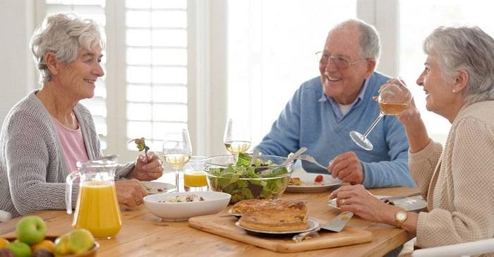 بایدها و نبایدهای تغذیه ای در دوران سالمندی