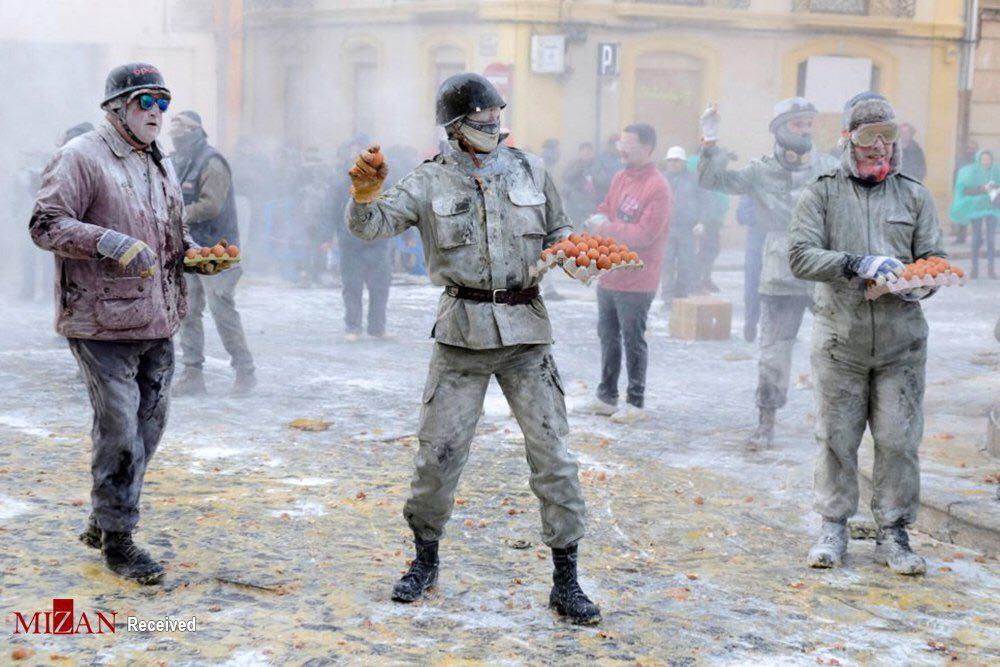جنگ تخم مرغ در خیابان! + عکس