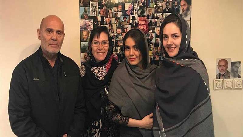تیپ جمشید هاشم پور در کنار همسر و دخترش! + عکس